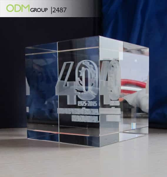 Crystal cubes with engraved 3D image 858