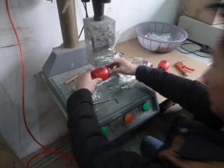 China Factory: Machine used to assemble the stick and the bulb