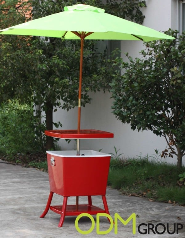 Customizable umbrella cooler table