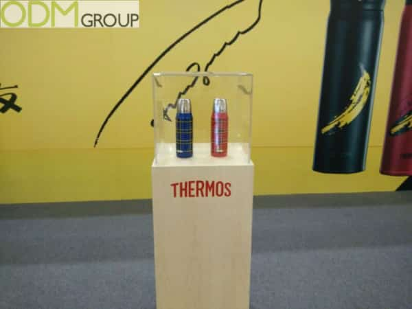 Scintillating POS Display by Insulating Giants, Thermos