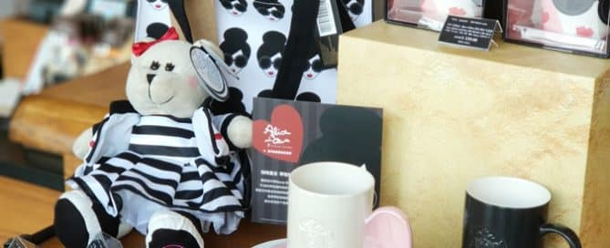 Starbucks' Custom Promotional Products and Their Marketing Benefits