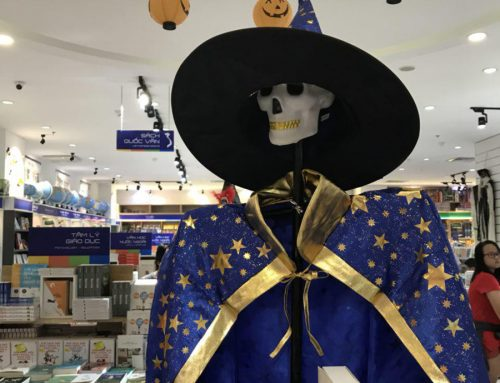 Cool Halloween Promotion Catches the Eye! – How Good In-store Display Drives Traffic
