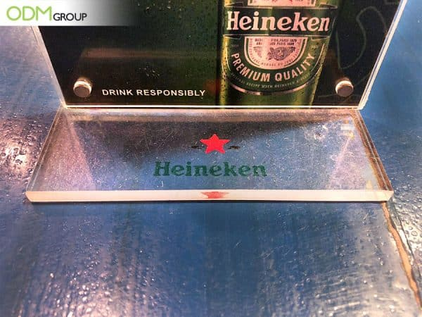 Heineken Conveys Brand Message Clearly with Simple Acrylic Menu Stand